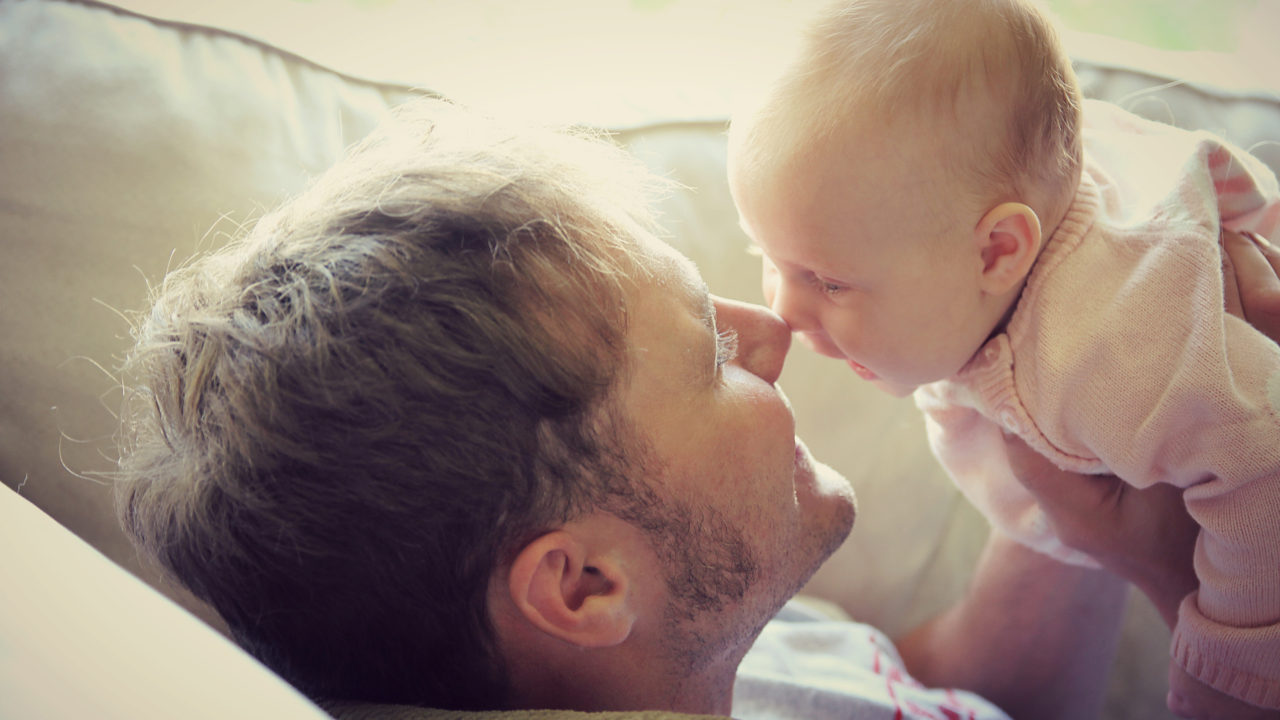 daddy baby bonding article image